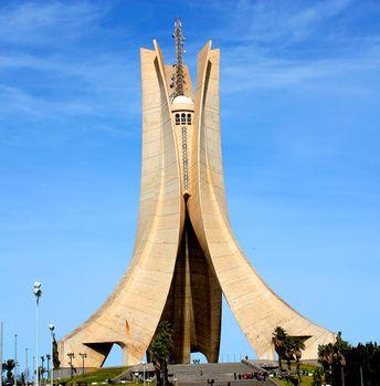 Algérie : le Premier ministre en costume de présidentiable