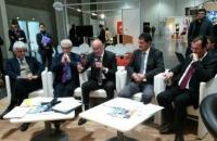 De gauche à droite : Robert Lion, président de Paris Région Entreprise (2ème), Alain Rousset président de la Région Aquitaine (3ème), Eric Guilloteau, conseiller régional délégué à l'export (4ème) et Alain Lemaire président du Club ETI de l'Aquitaine (5ème). Photo C. G. Le Moci