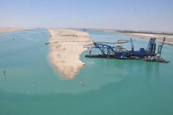 Vue aérienne des travaux du nouveau canal de Suez (2)