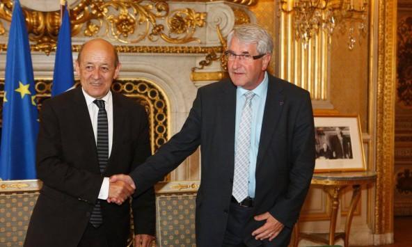 """Commerce extérieur / Aides : J-Y. Le Drian et Ph. Richert mettent les """"guichets uniques"""" de l'export sur les rails"""