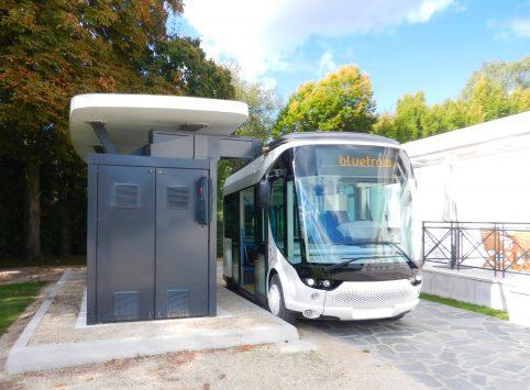 Mobilité / Asie : Blue Solutions teste à Singapour le premier tramway sans rail ni caténaire d'Asie